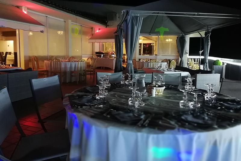 Terrasse pour dîner au restaurant du Domaine résidentiel de Mazières